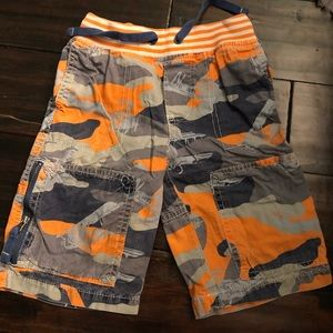 Mini boden airplane camo shorts
